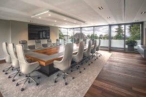 Büro Konferenzraum mit Fensterwand