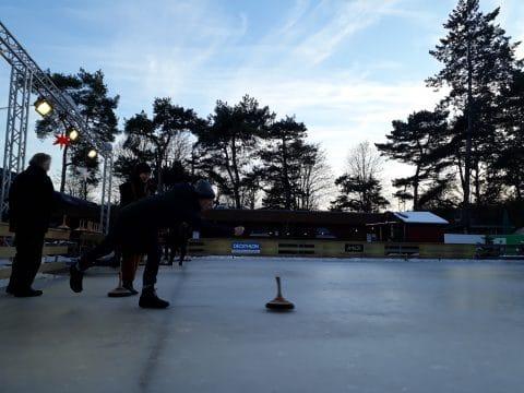 Wintersport Spiele auf dem Eis