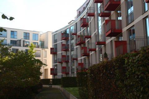 Wohnungen mit Balkonen Außenansicht