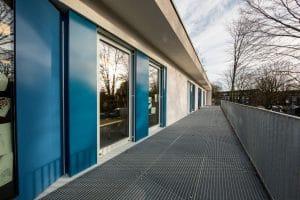 Kindergarten Außenansicht Glastüren
