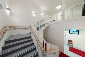 Kindergarten große Treppe innen