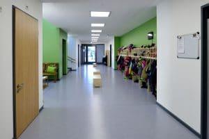 Kindergarten Flur mit Garderobe