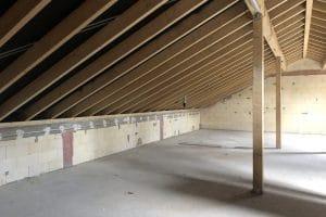 Neubau Haus Dachgeschoss, schräge Wände