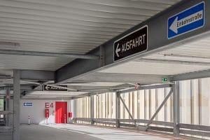 """Parkhaus Klinikum Schilder """"Ausfahrt"""" und """"Einbahnstraße"""""""